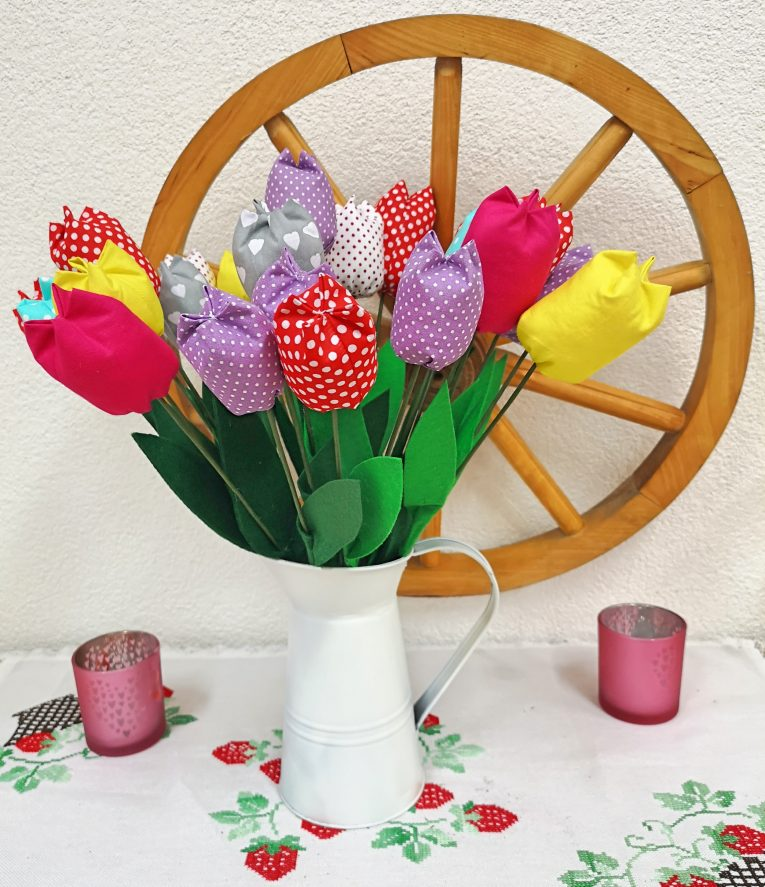 Ako si vyrobiť kyticu jarných večných tulipánov